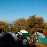 Tentes dans le Camping des Sables Rouges à Groix