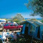 Voyageurs dans le Camping des Sables Rouges à Groix