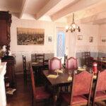 Salle intérieure de la crêperie Chez Sandrine à Groix