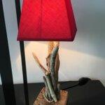 Lampe rouge par Gwen-Art en bois flotté sur Groix