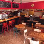 Comptoir du bar et café Le Mojo à Groix