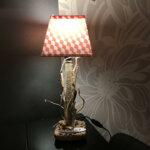 Petite lampe par Gwen-Art en bois flotté sur Groix