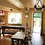 Intérieur du Bar et Tabac Pop's Tavern à Groix
