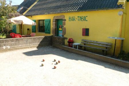Terrain de boules bretonne au Bar et Tabac Pop's Tavern à Groix