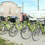 Vélos électriques Au Vélo Vert locations de vélos dans la montée du Port Tudy à Groix