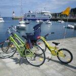 Vélos au Vélo Vert locations de vélos dans la montée du Port Tudy à Groix