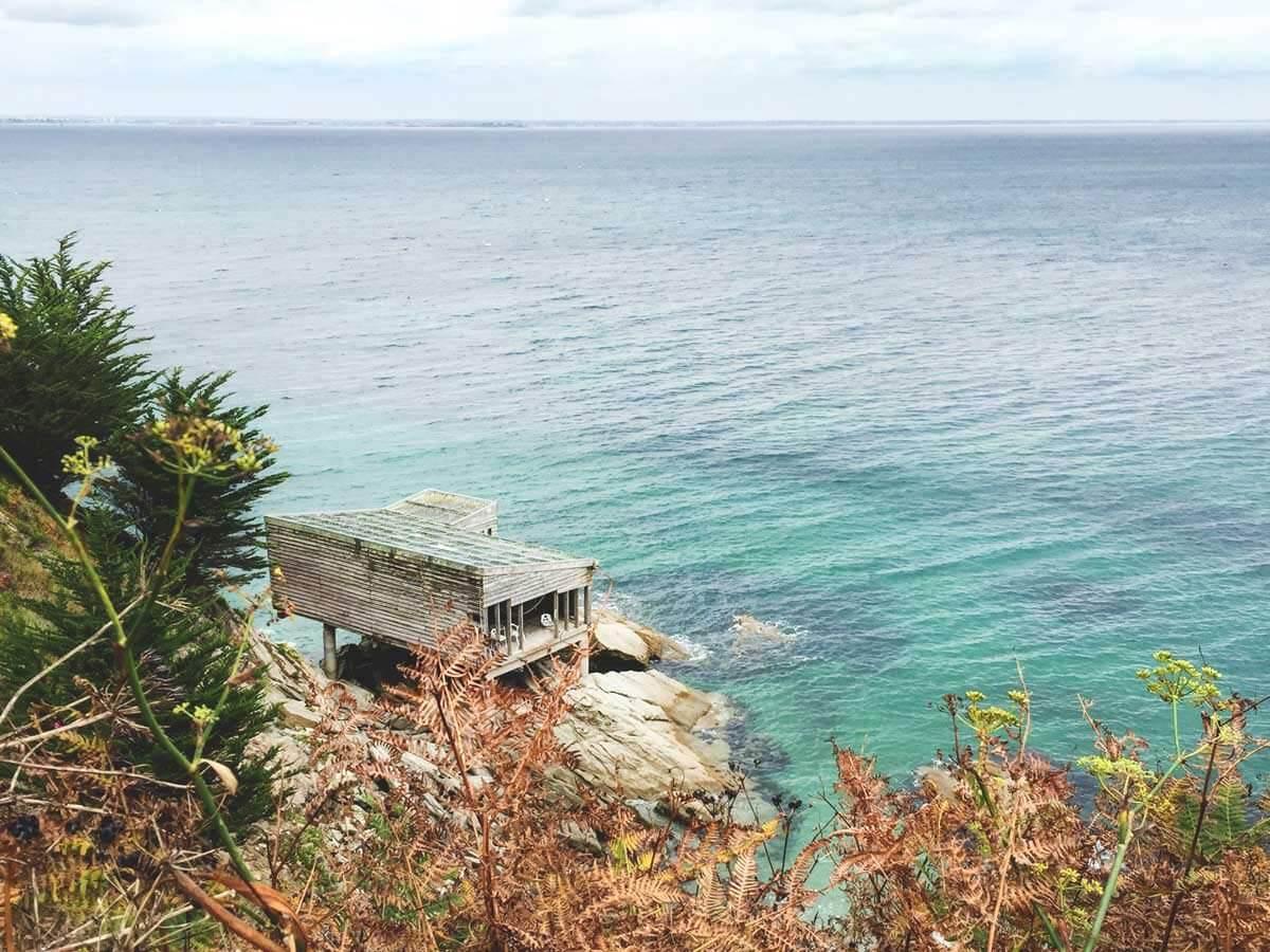 L'ancienne cabane des sauveteurs durant l'automne à Groix