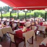 Terrasse du restaurant La Malicette dans le village de Locqueltas à Groix